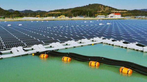 Kyocera construye la planta solar flotante más grande del mundo c