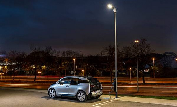 Light and Charge point. Llegan las farolas con cargadores para vehículos eléctricos