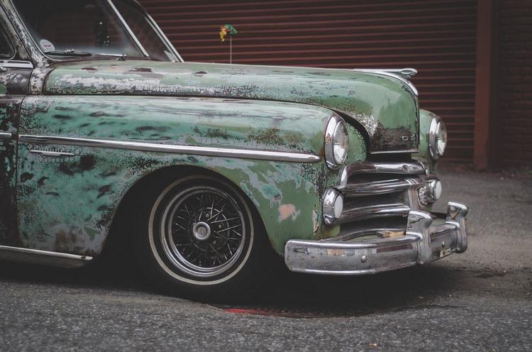 Los desperfectos del coche (y despistes) por los que más se multa